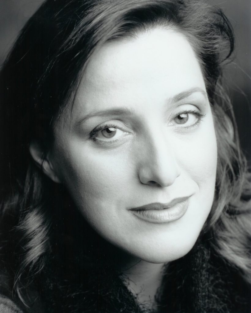 Headshot - Monique Pagé, soprano